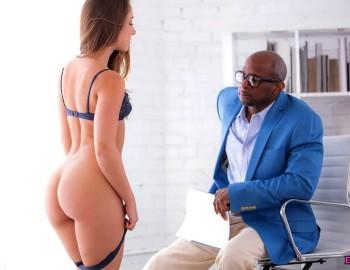 порно мастурбирует в туалете секретарша