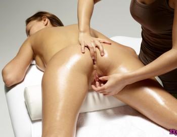 Смотреть порно где делают массаж красивым попкам фото 545-943