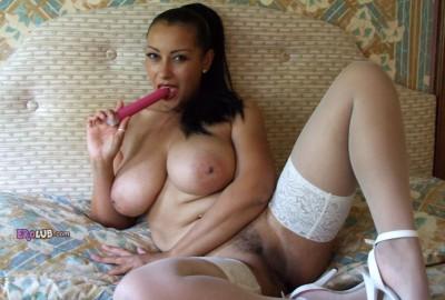 Накрашенные женщины мастурбируют видео фото 441-41