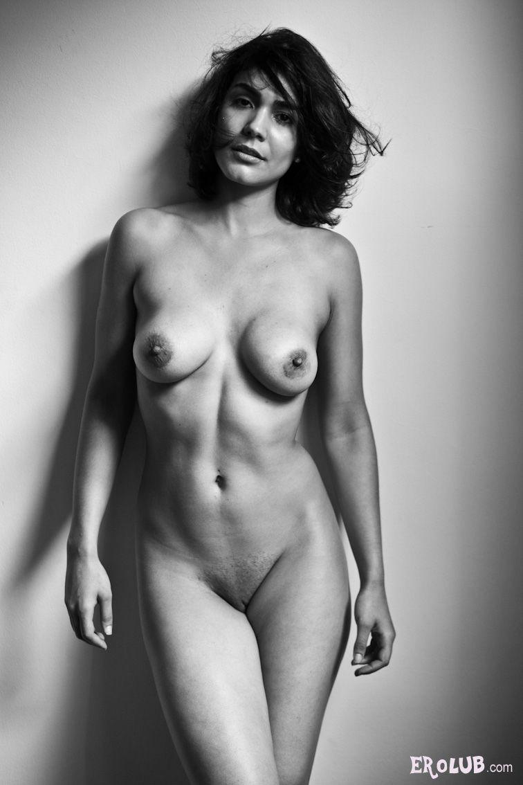 Женская стройная фигура ню