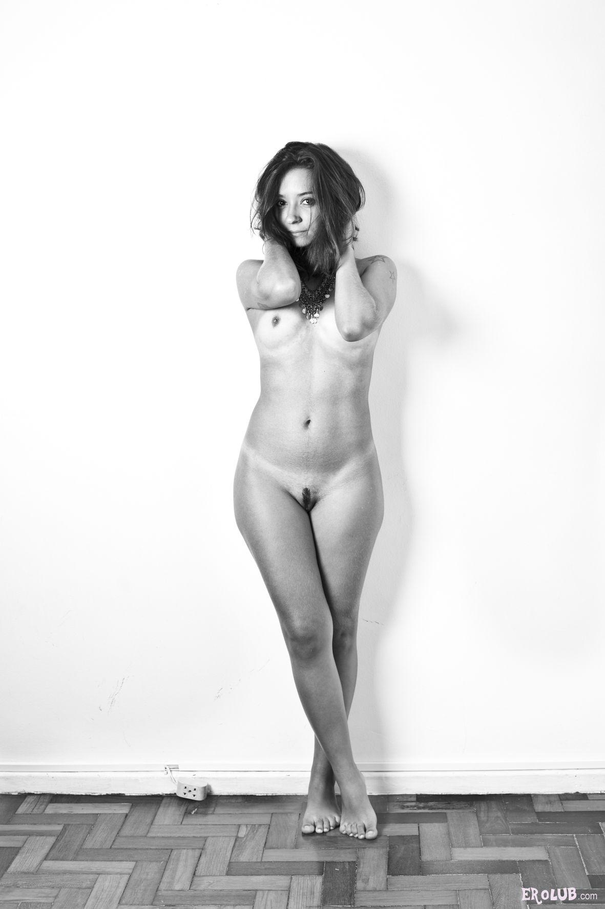 Фото голых стройных женских фигур