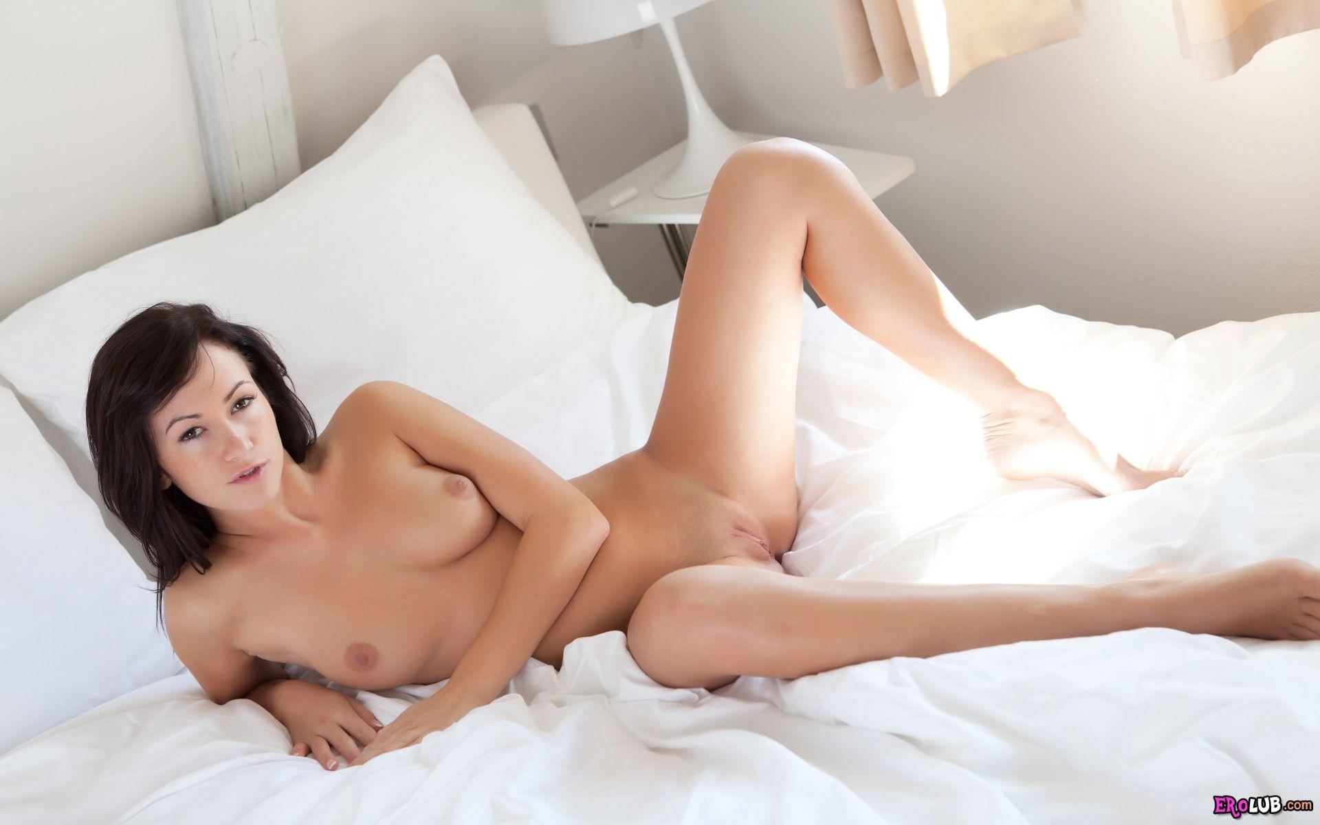 секс нудистов в постели
