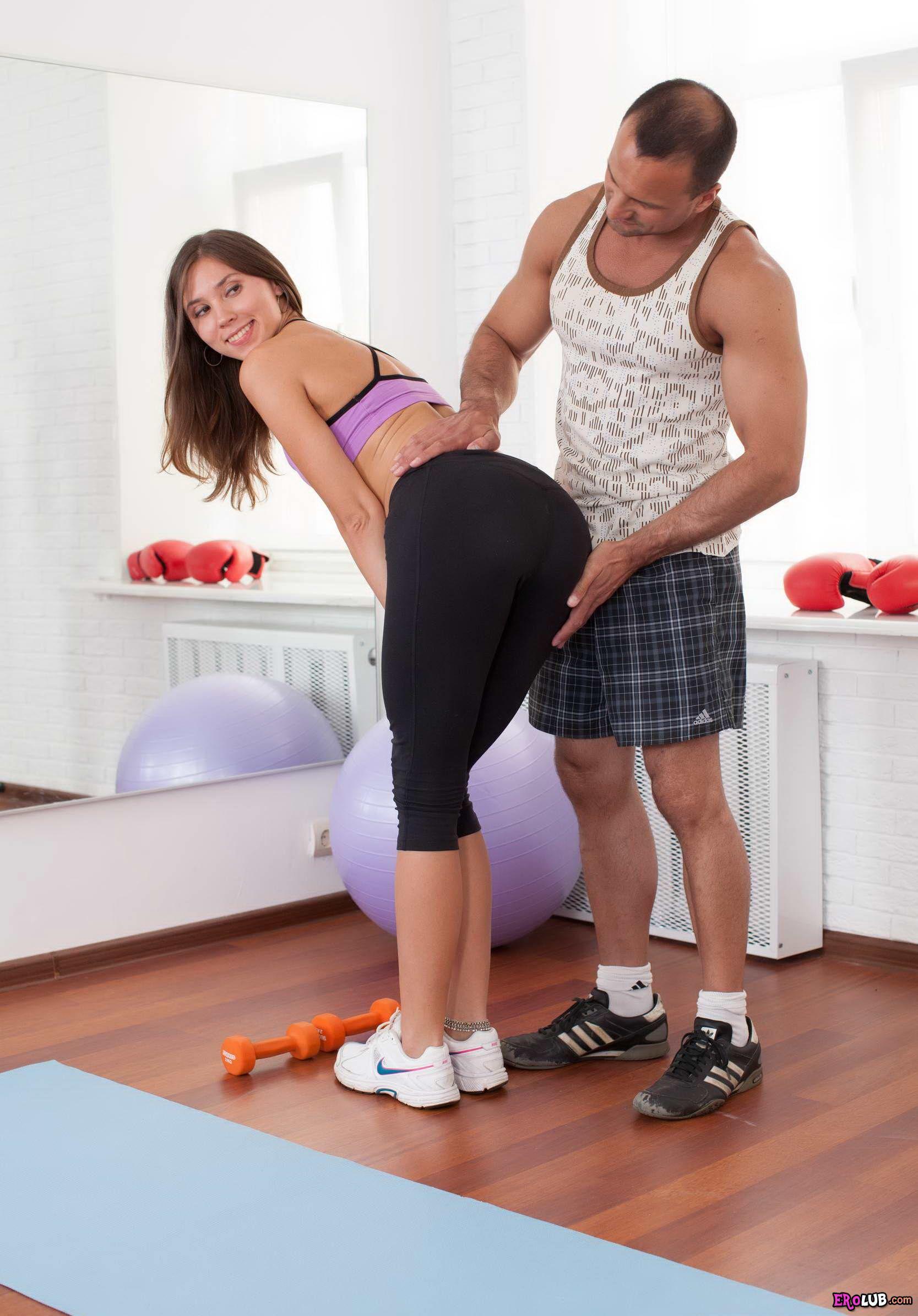 Секс спортзале с тренером