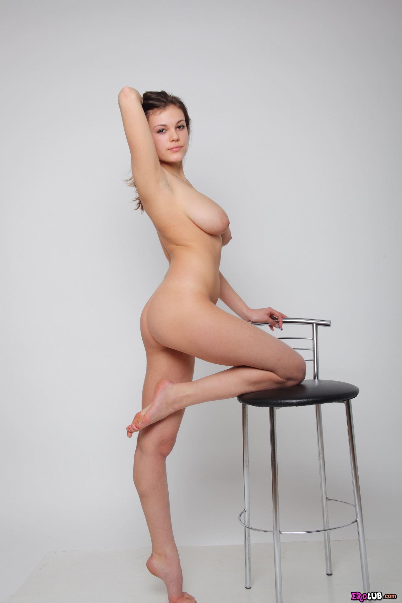 девочка с большая грудью видео