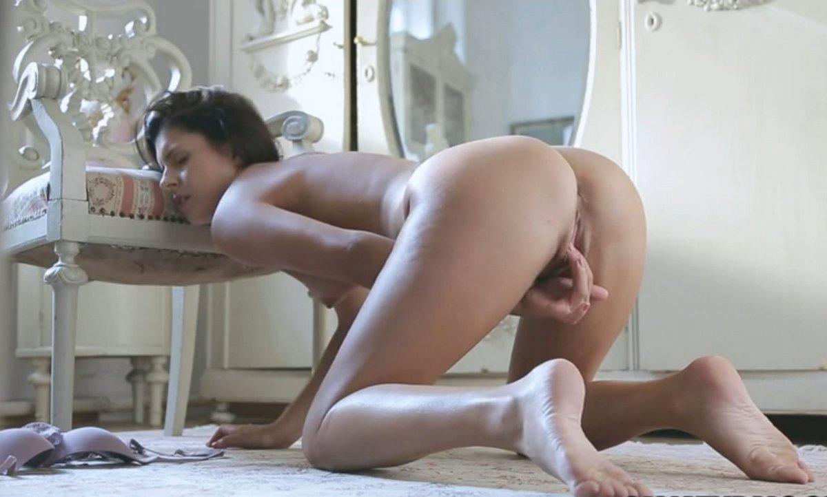 Юные девушки - Скачать и смотреть порно видео