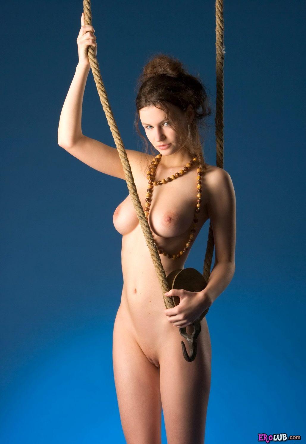 Роскошная эротическая модель с идеальными параметрами фигуры голая ...