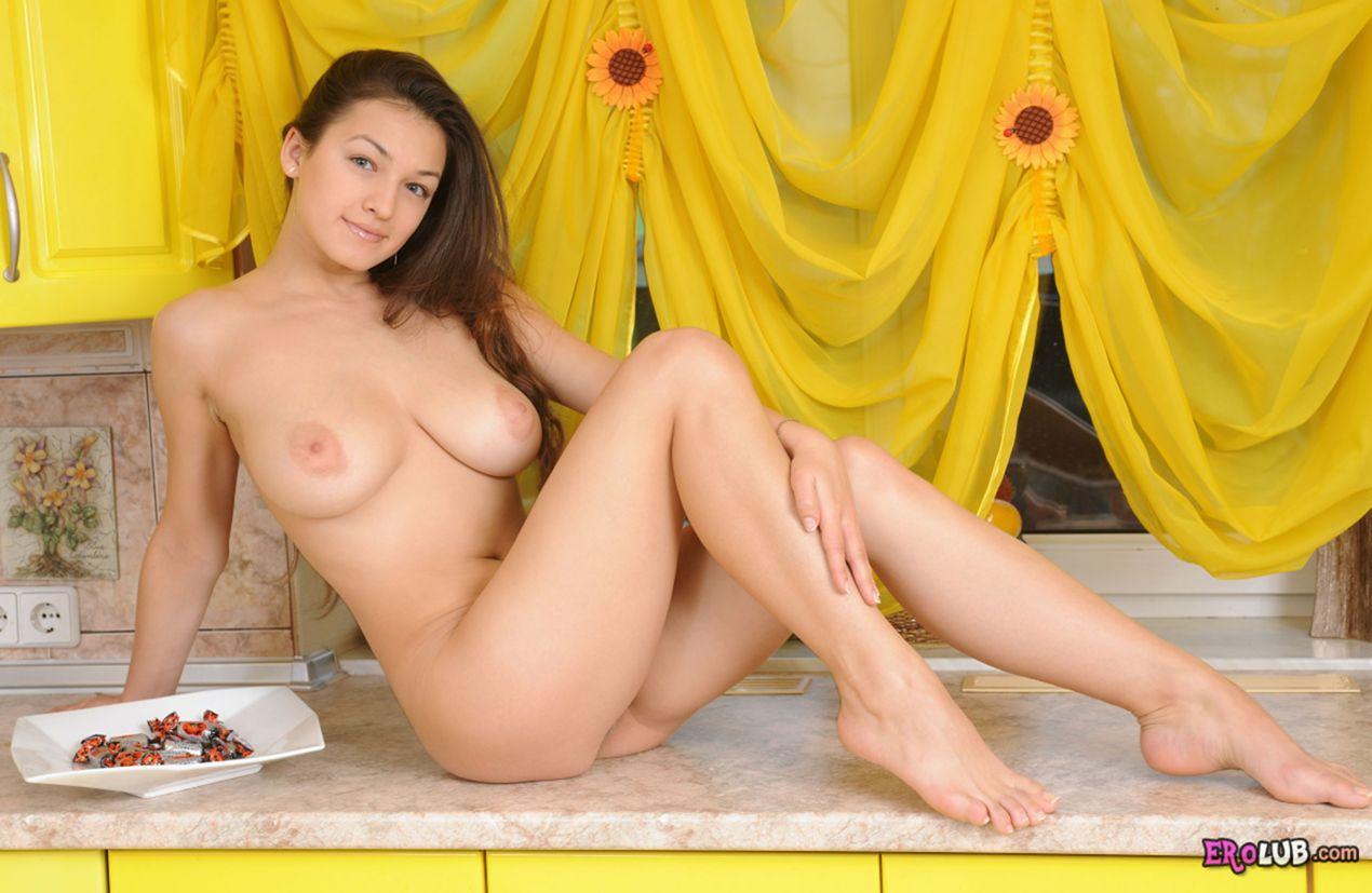 девушки на запад грудастые лесбиянки массаж груди