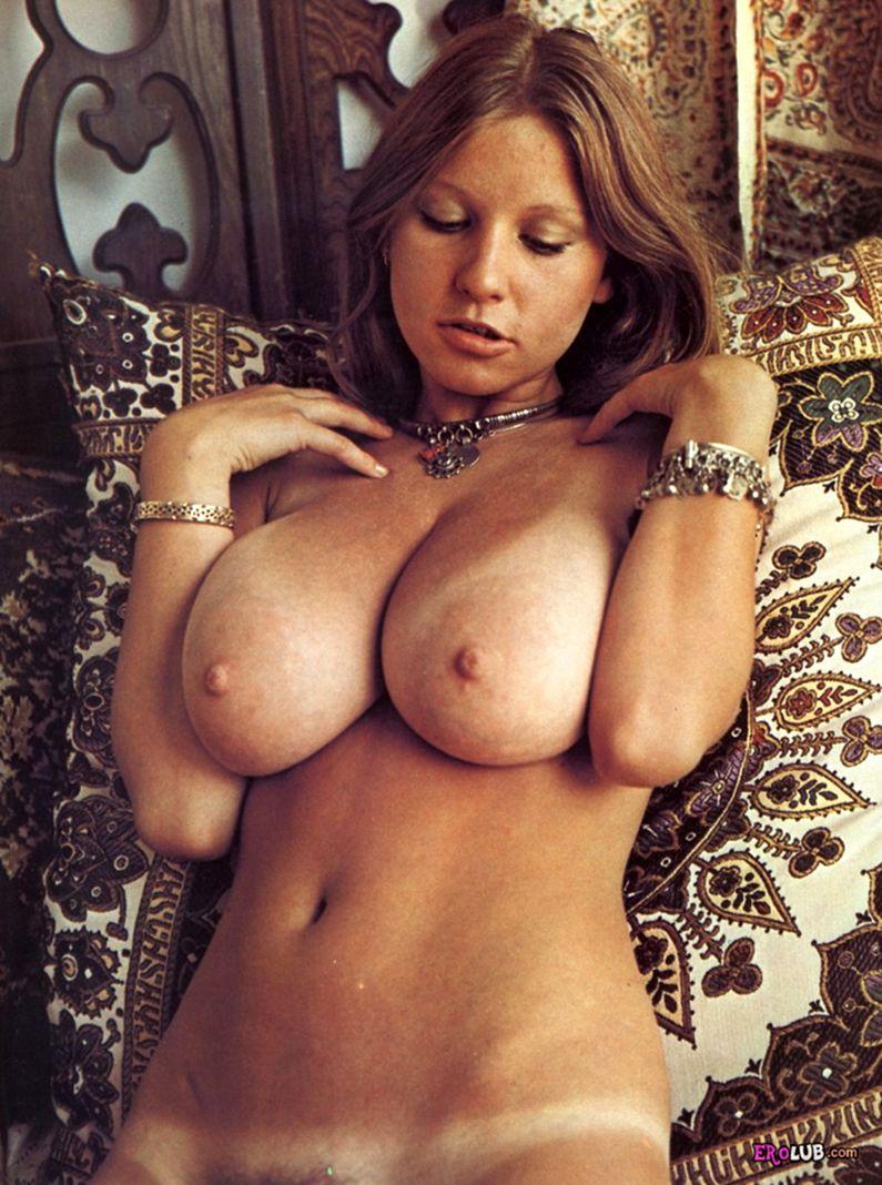 Фото голых телок с большой грудью