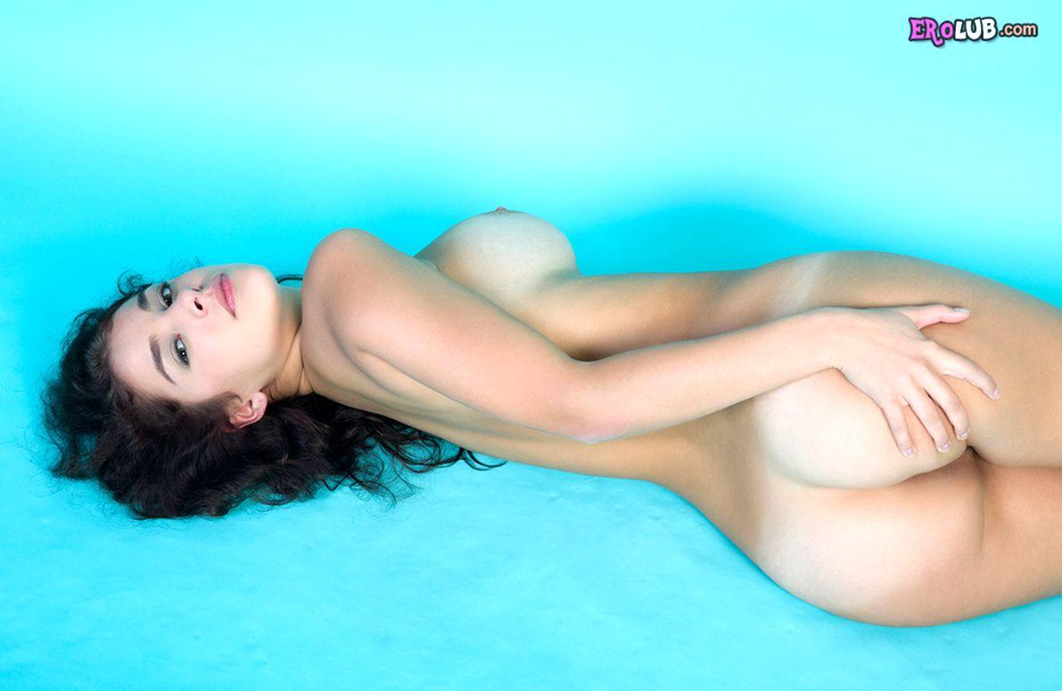 голые девушки с красивыми сиськами