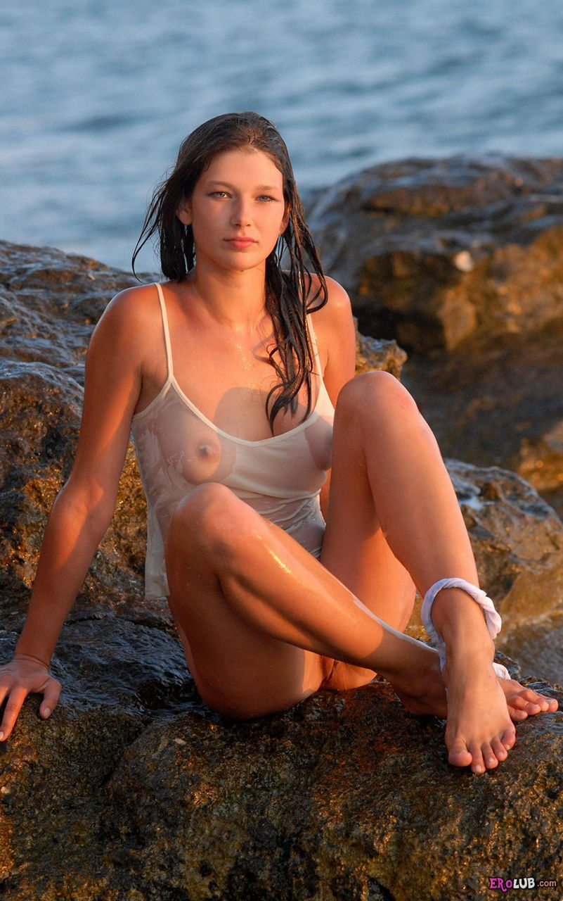 фото голых девушек отдыхающих в позе раком