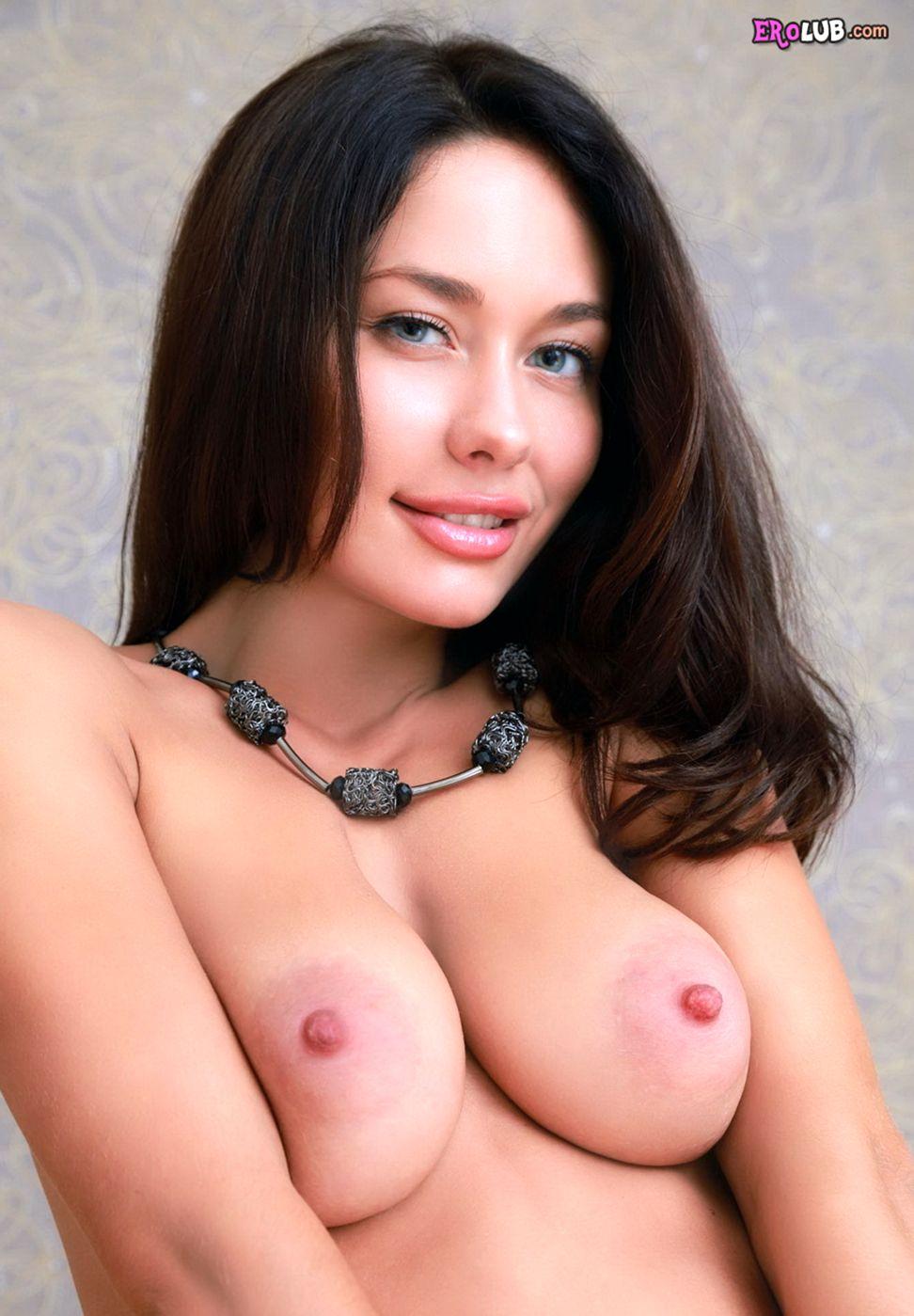 С большими половыми губами секс игрушки порно 10 фотография