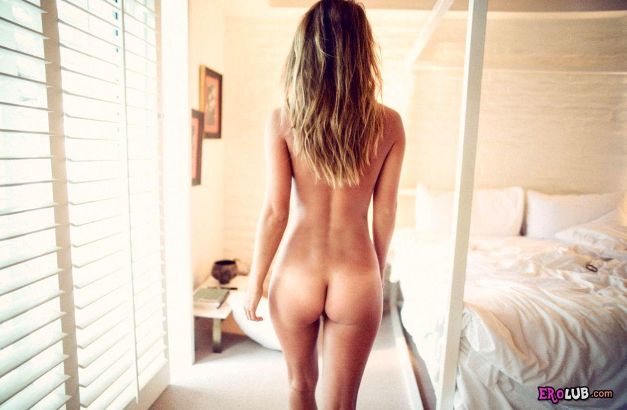 Красивые попы стоят раком  частное порно фото