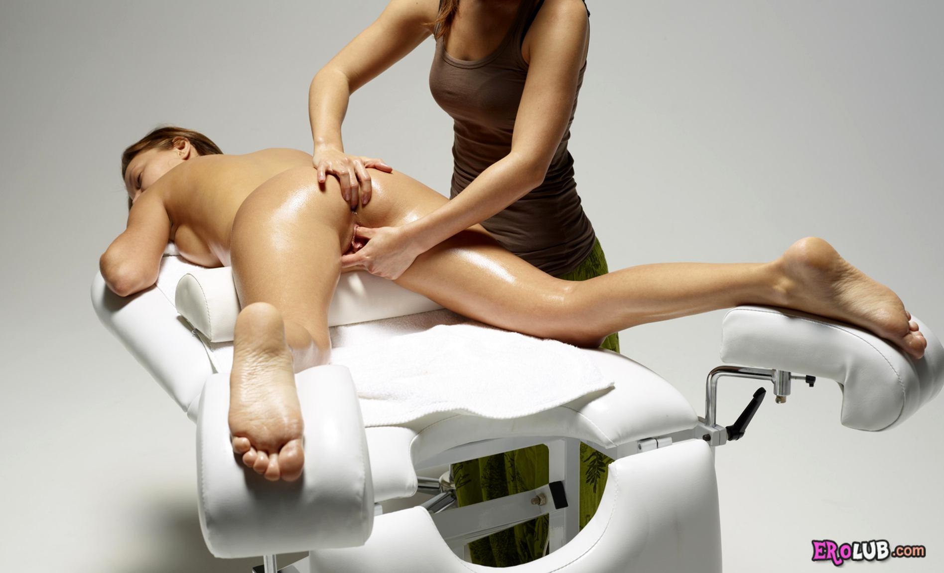 эротический массаж ступнями по животу
