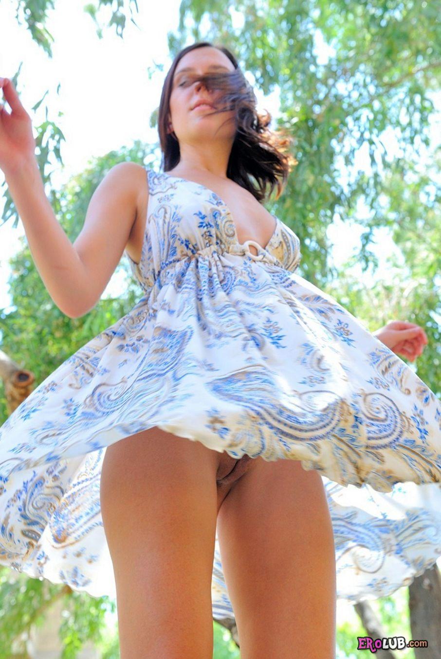 видео порно под платьем соло