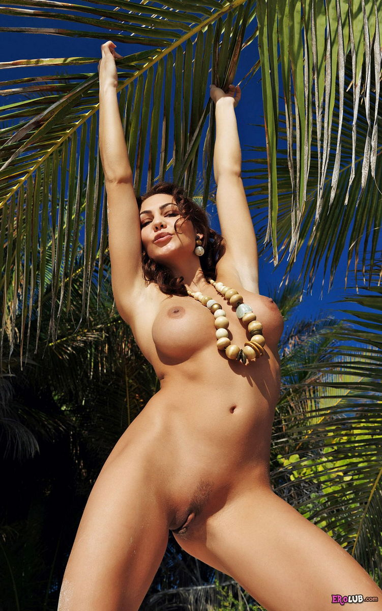 приколы на пляже девушки эротика