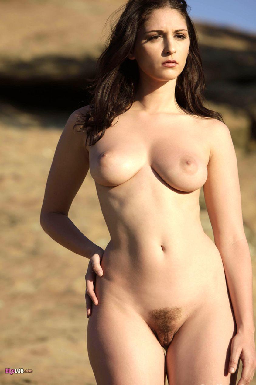 голые девушки с большими бедрами