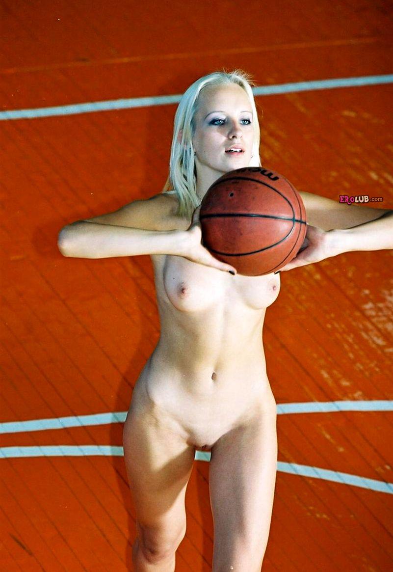 golaya-basketbolistka-foto