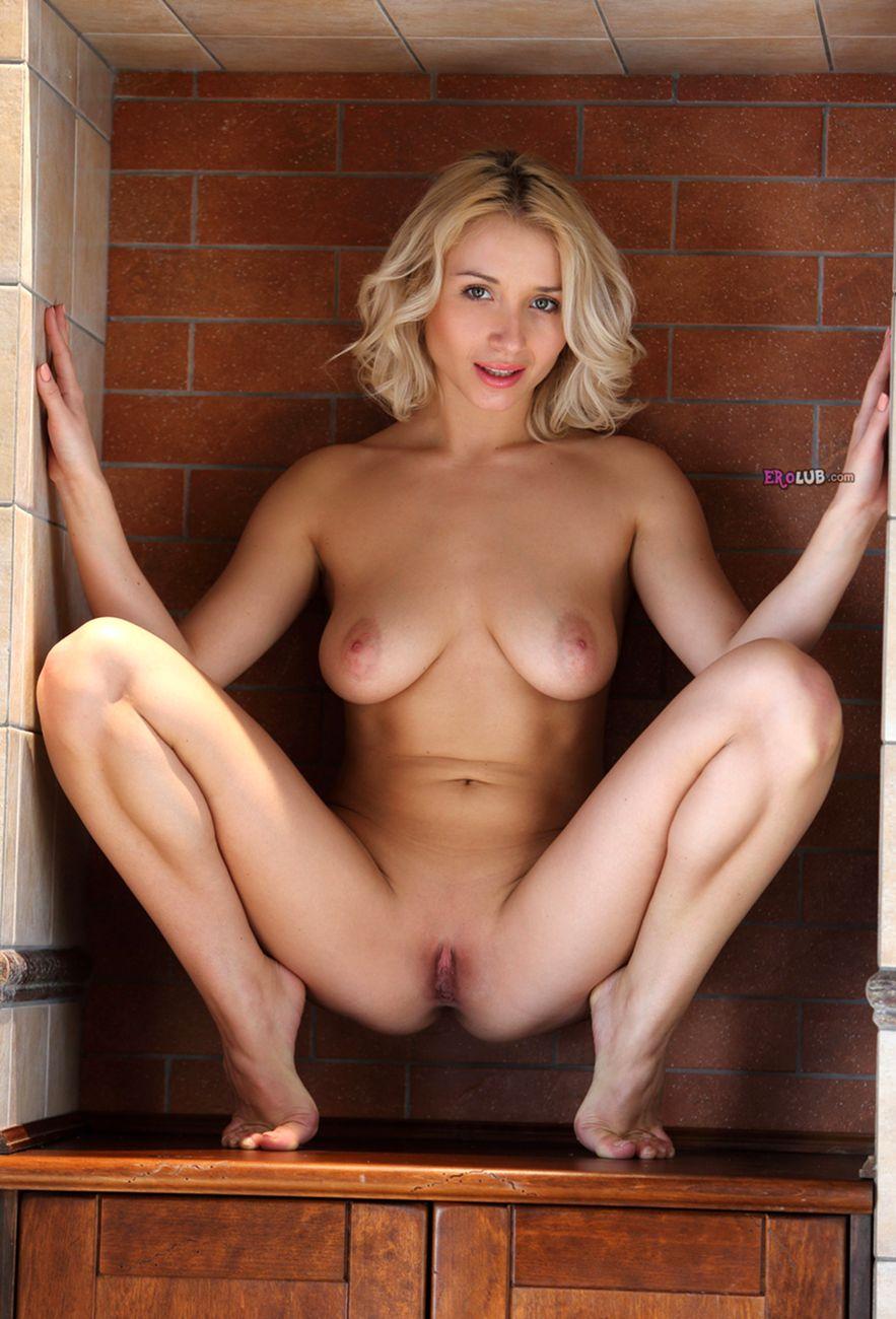 Молоденькие писечки с большими и красивыми половыми губами ...