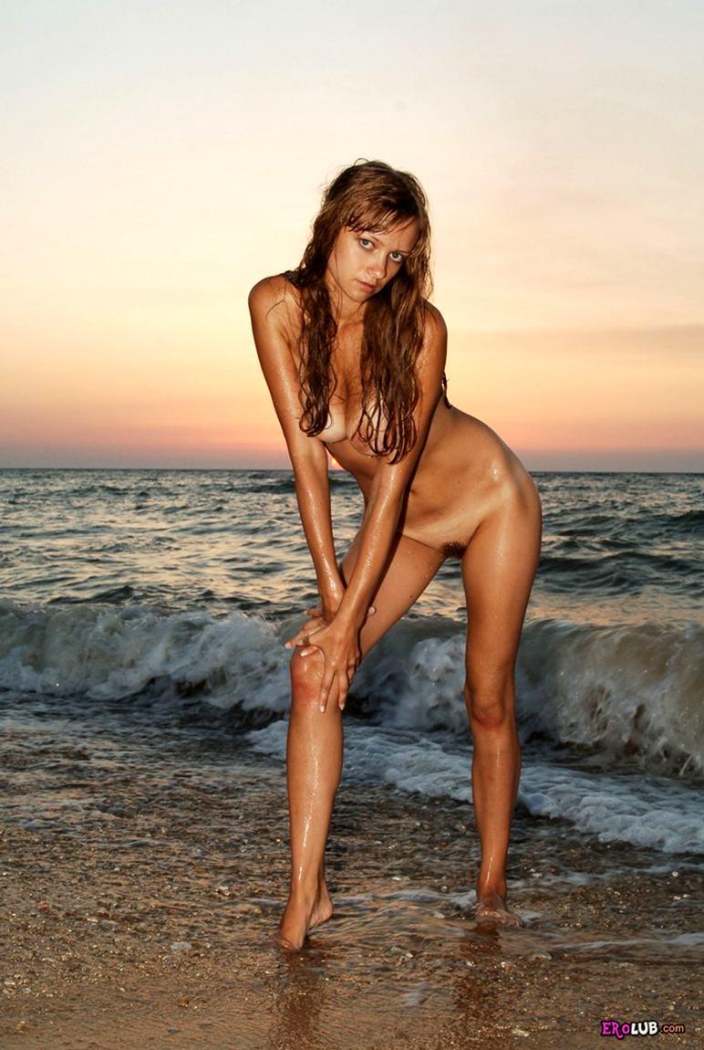 голые девушки на закате фото