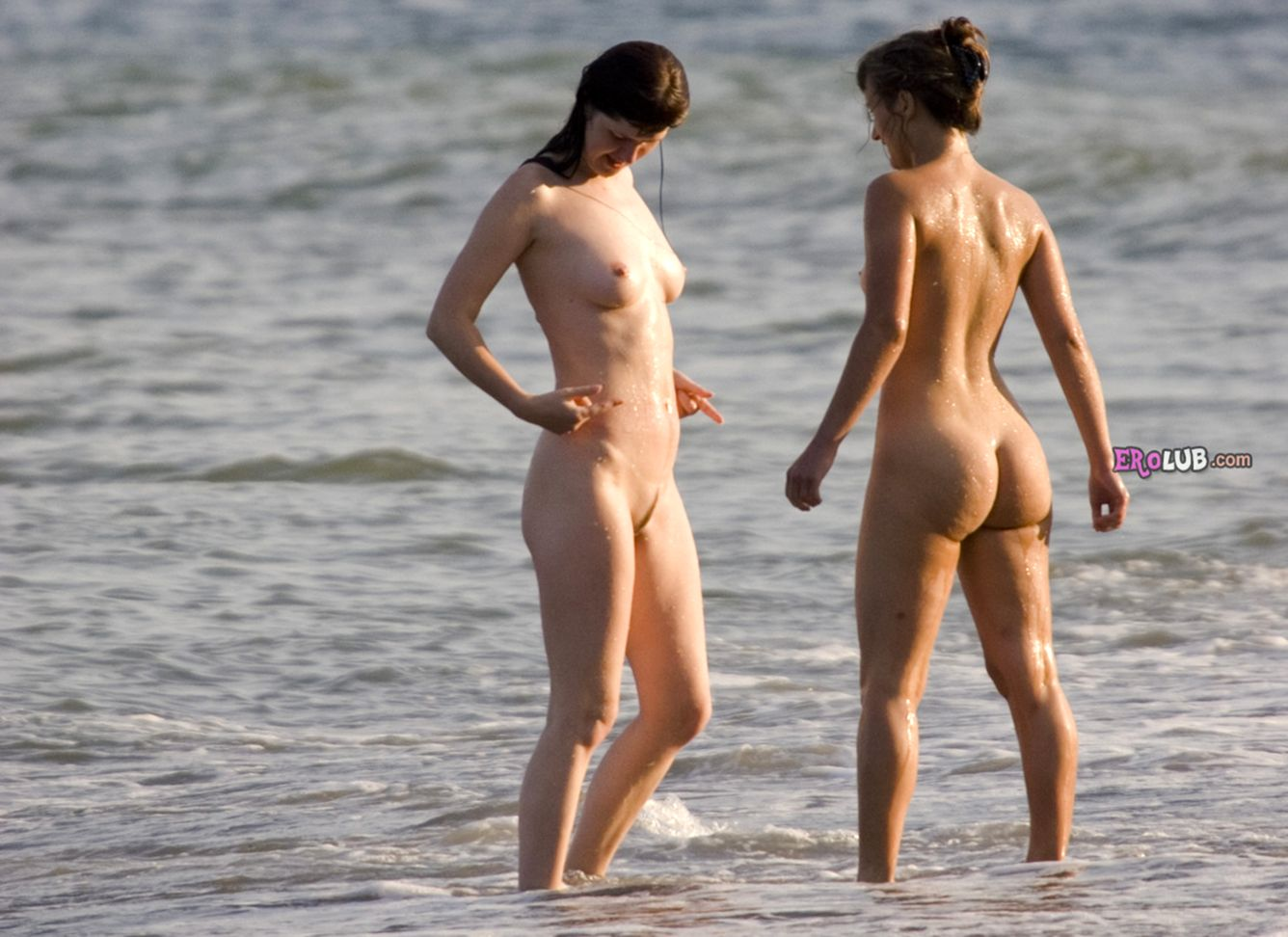 фото голых девушек на людях