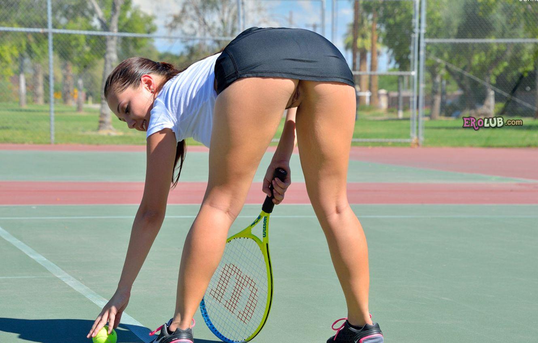 Что это спортсменка засветила писю инфу!