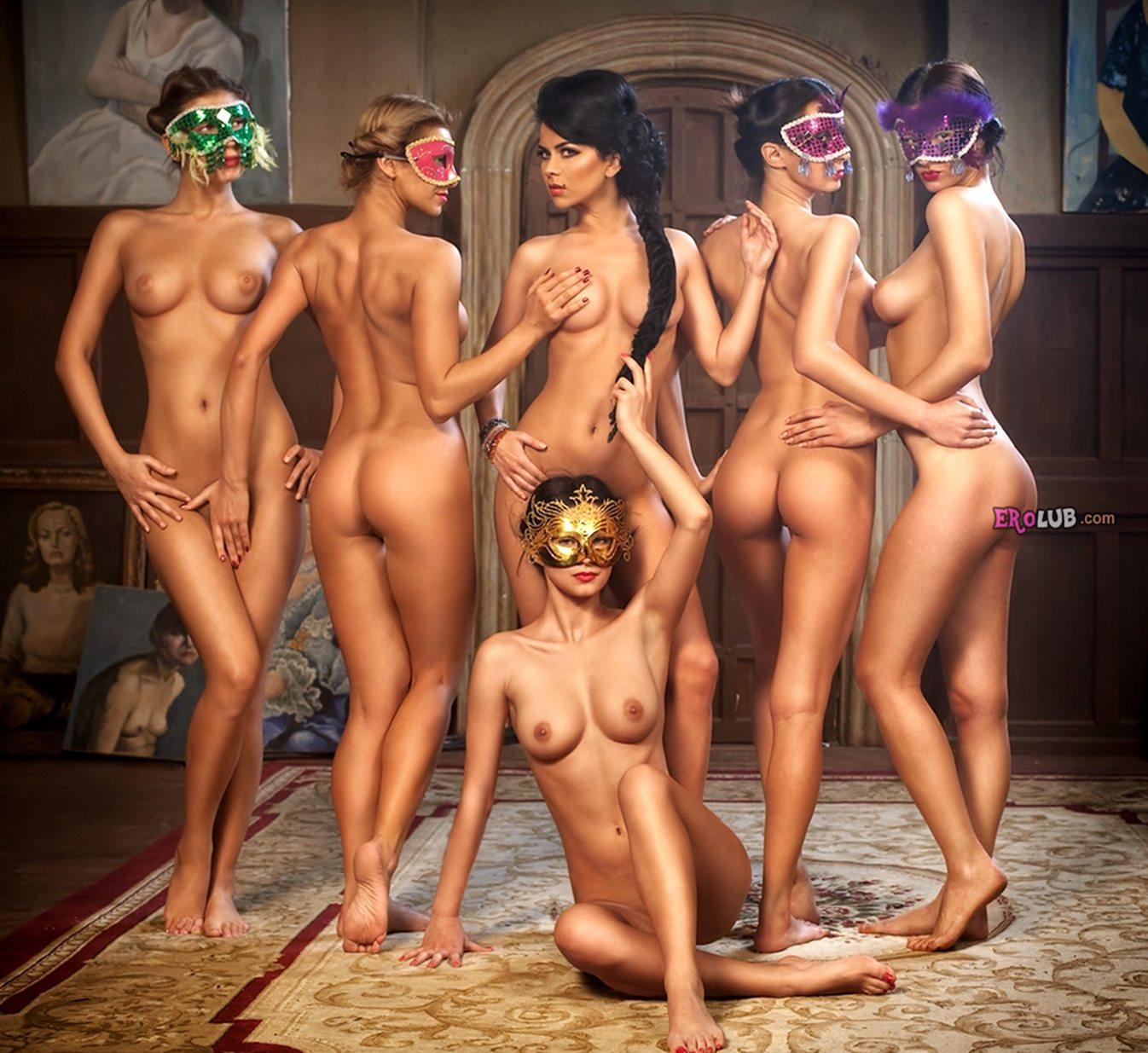 Эротический массаж становится порно с сексуальной бабой в киску.