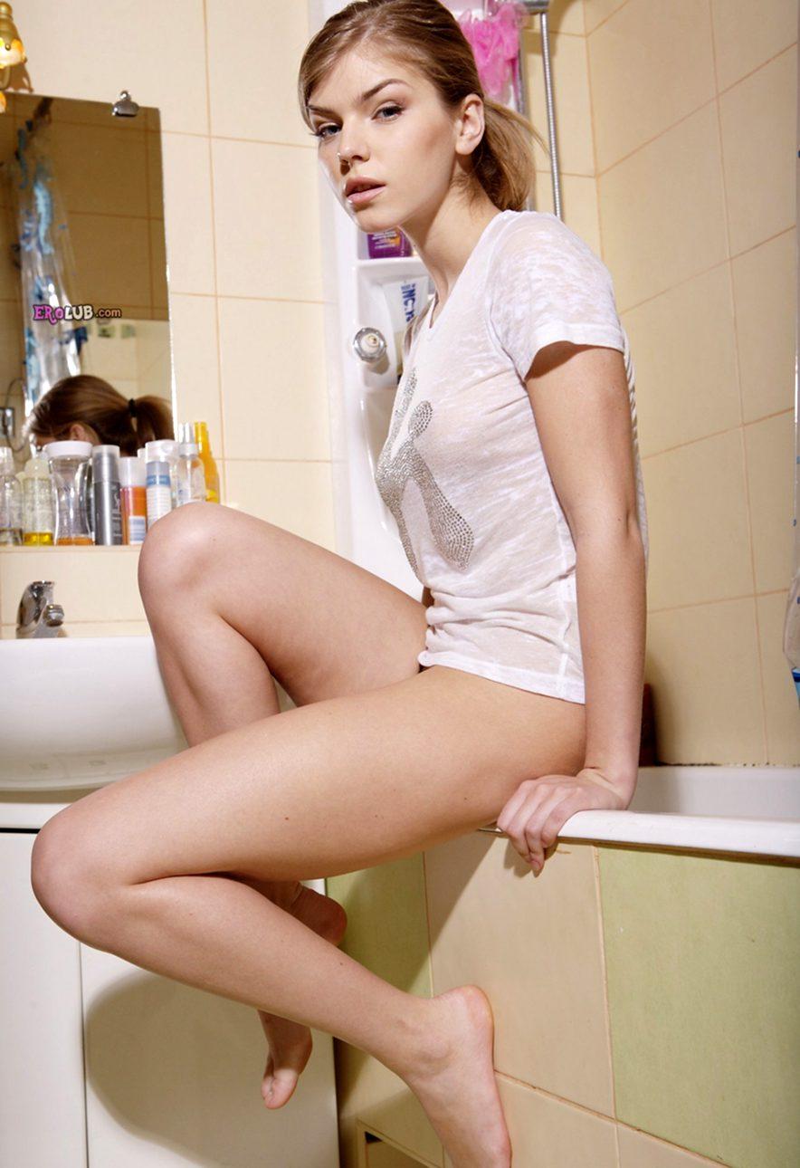 Телка с хорошей фигурой в ванной фото 569-996